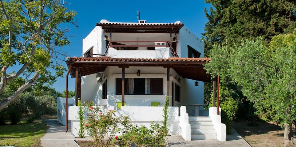 Private Villa 100m² ground floor 200m to the Beach