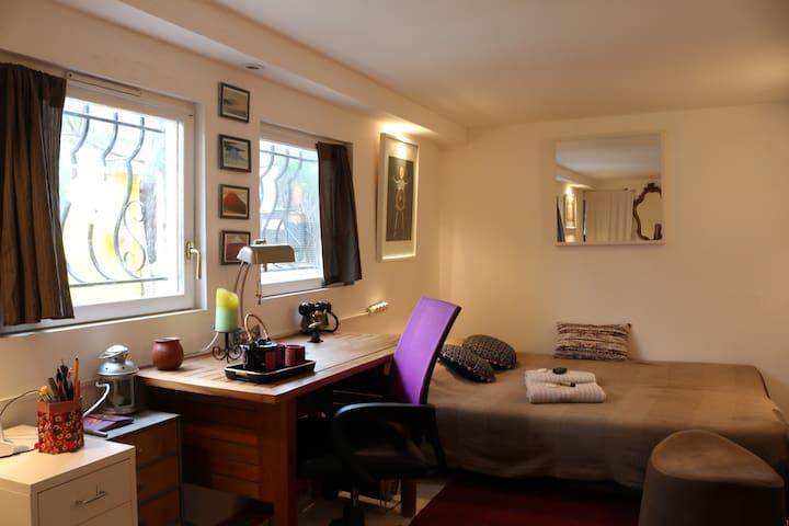 Chambre in charming House - Saint Denis - Casa