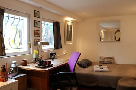 Chambre in charming House - Saint Denis