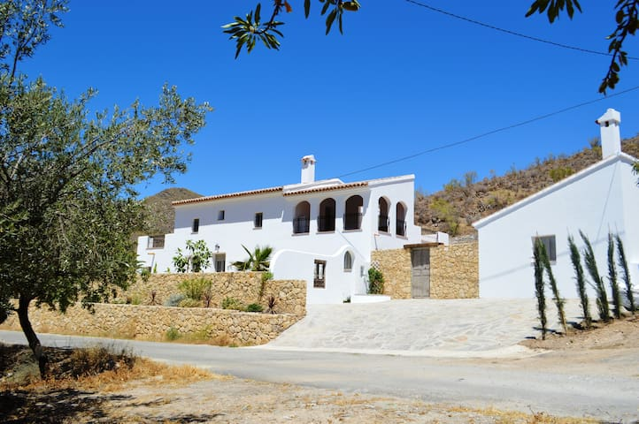 Cortijo Oliva, Large contemporary country house