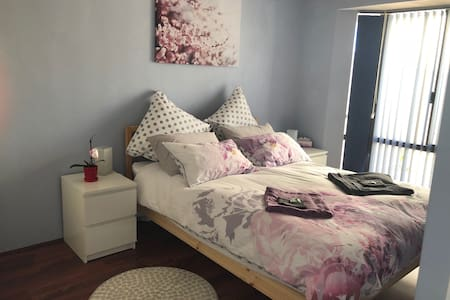 Cosy Nook in Thornlie. Apartment for 2 adults.