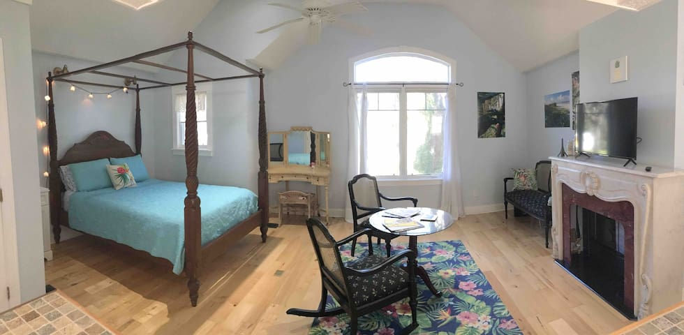 Private Romantic Old Florida Style Cottage