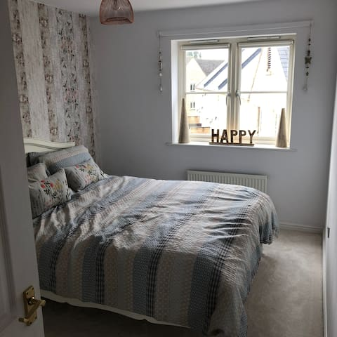 town centre  lovely double room with facilities