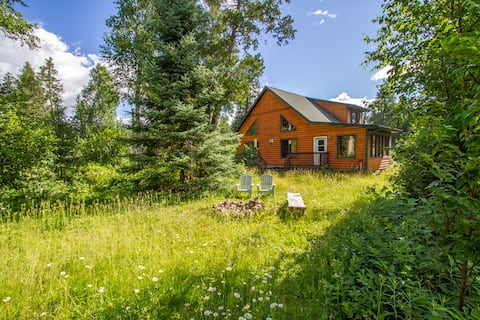 Poplar Creek Retreat is a private, peaceful, and picturesque escape on the Gunflint Trail