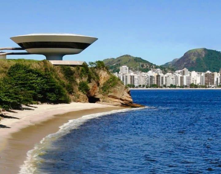Praia de Icarai-Niterói / Apart 2 qrts.