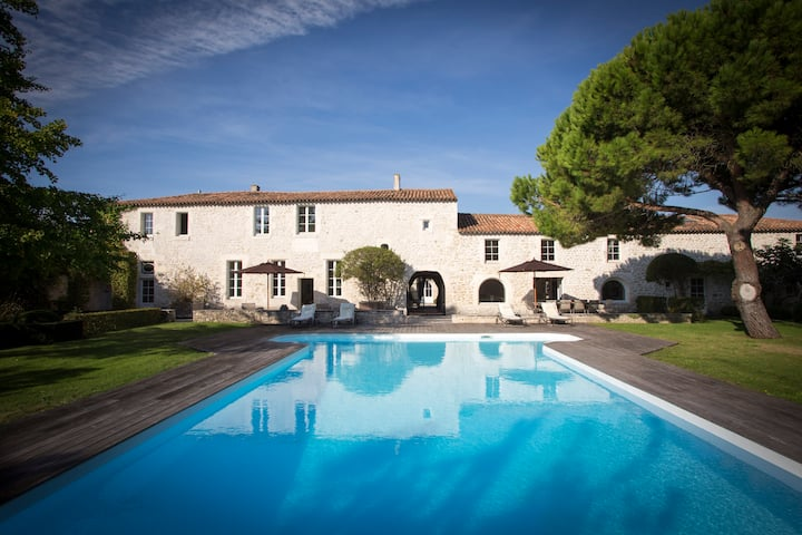 Beautiful Chateau close to surfing and La Rochelle