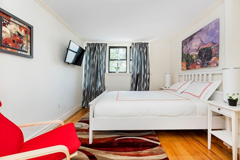 Master bedroom is captivating. 3 large windows and lots of light. A new bed with new mattress & bedding. Custom artwork & a large flatscreen TV.   Darkening curtains for sleeping in!