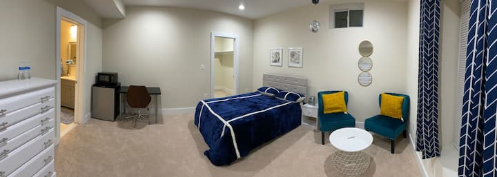 1 bed suite with private entrance and Bath