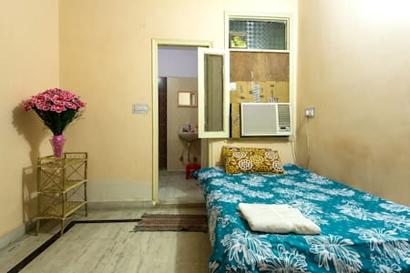 Pvt Room+Wifi+AC+Breakfast - Nova Delhi