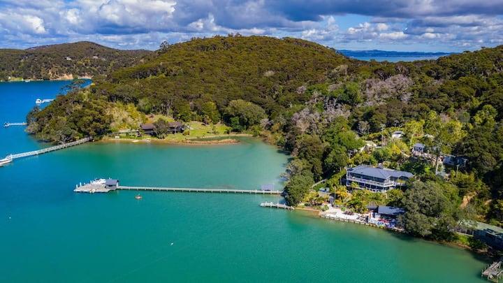 Kawau Lodge - Entire Private Waterfront Retreat
