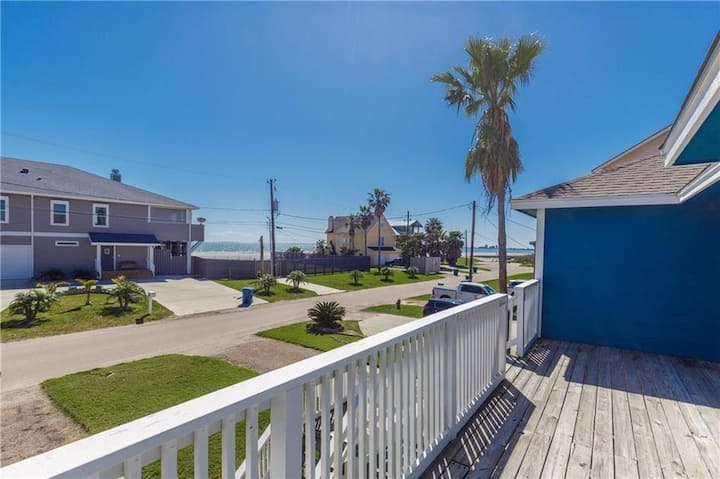 """Bayside Breeze"" Water Views Galore-2060sqft"