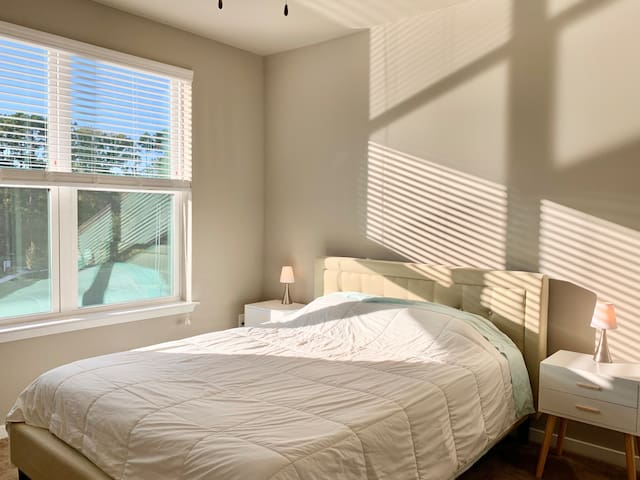 Gourgeous Bedroom with Private Bathroom