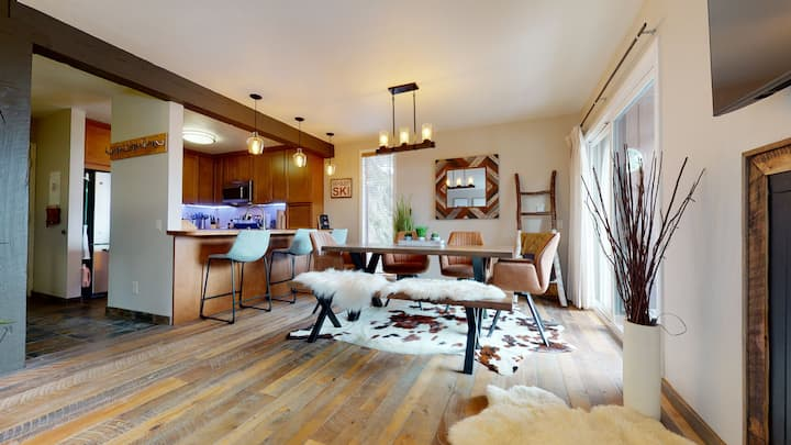 Stay in the ski cabin retreat! The perfect spot to enjoy Mammoth! Sleeps 8