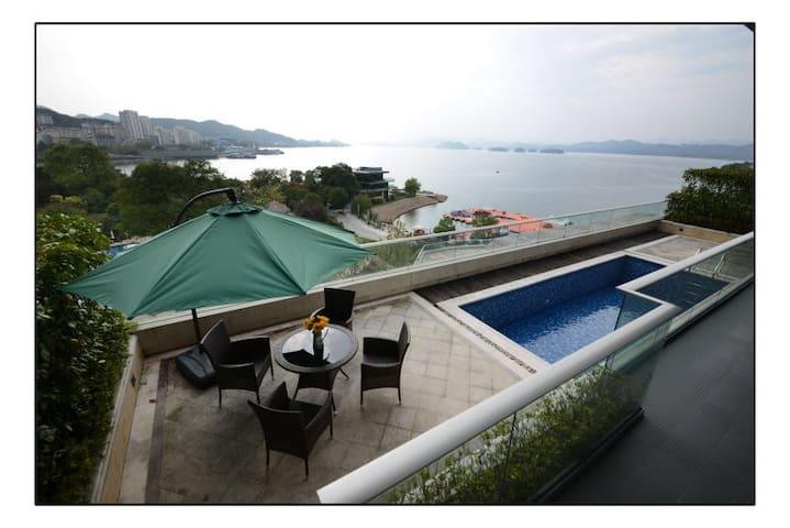 绿城千岛湖豪华总统套房一线湖景2房2厅超豪华装修带私人泳池