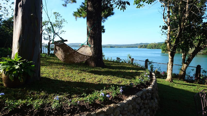 Villa Ippa - waterfront lake Caliraya