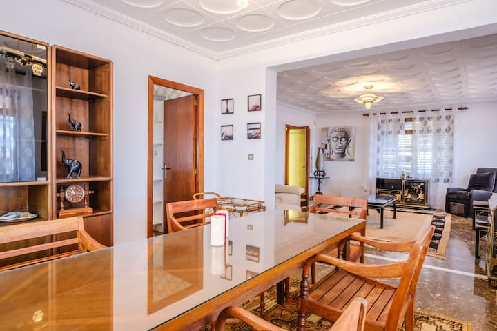 Air-Conditioned Villa by the Sea with Wi-Fi, Pool, Garden and Terrace; Parking Available