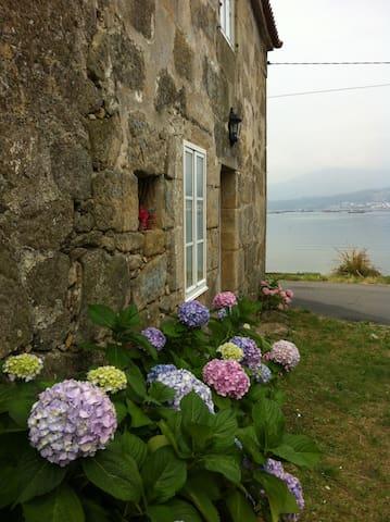 Casa de Piedra frente al mar - Boiro