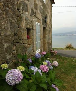 Casa de Piedra frente al mar - Boiro - Hus