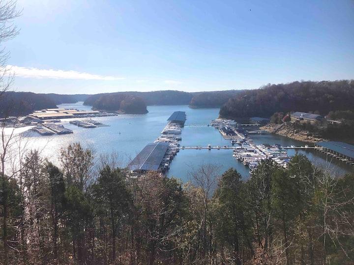Spectacular Lake View Getaway | Jamestown, KY