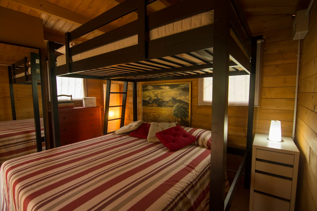Lo chalet con il letto matrimoniale ed il letto a castello - the chalet with a double bed and a bunk bed