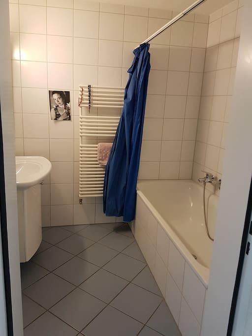 Badezimmer mit grosser Badewanne