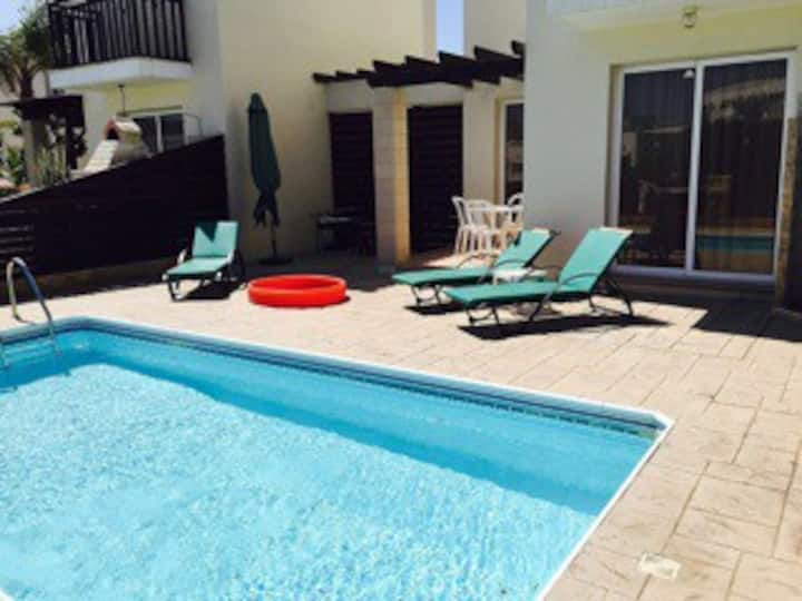 Bella - 2 bedroom fantastic villa, center Pernera.