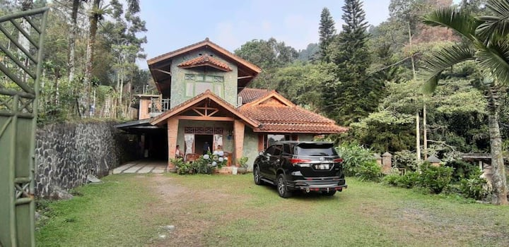 Villa Rindam -Mega Mendung Puncak
