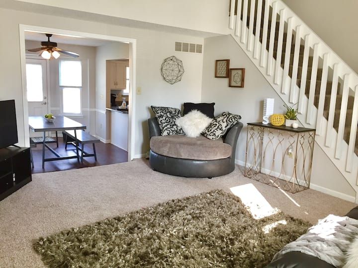 Comfy 2-Story Duplex | Perfect for Large Families