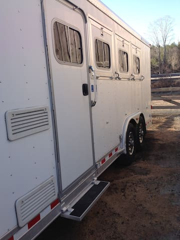BayMountain FarmHorsetrailer with Livein Quarters - Griswold - Karavan/RV