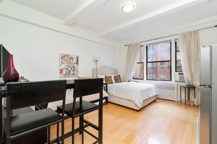 Great studio at the Lincoln Center area