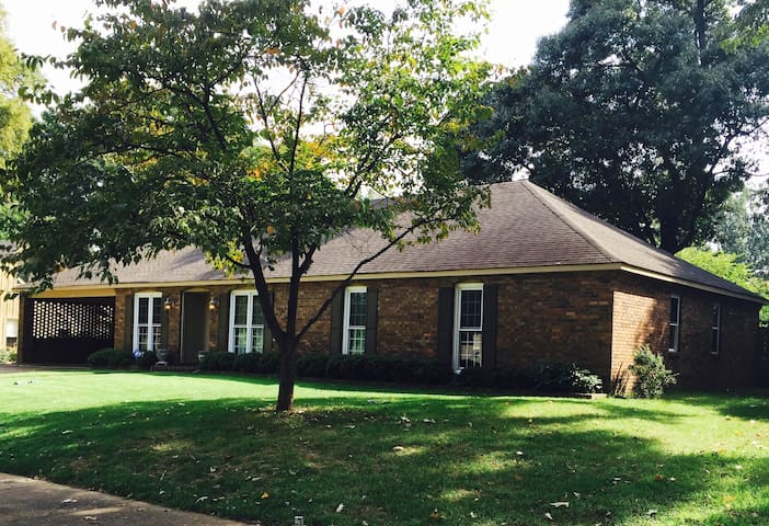 Comfy 3 BR / 2Bath House in East Memphis