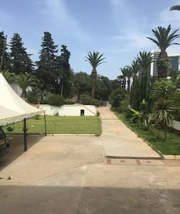 Villa 2100 m avec piscine - El Biar - House