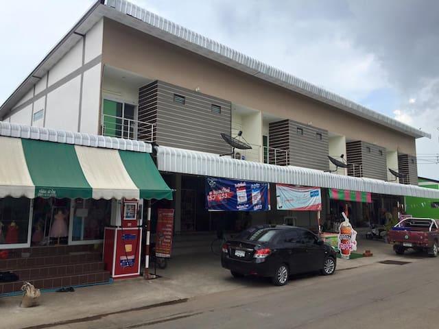 ไพศาลีอพาร์ทเมนท์ - Tambon Phaisali - Lägenhet