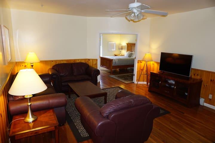 Hendrickson House - Apartment #2