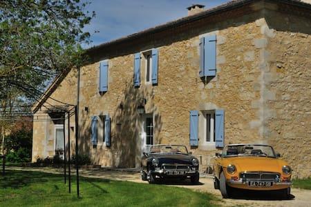 Classic Cars in Gers B&B, chambre Triumph