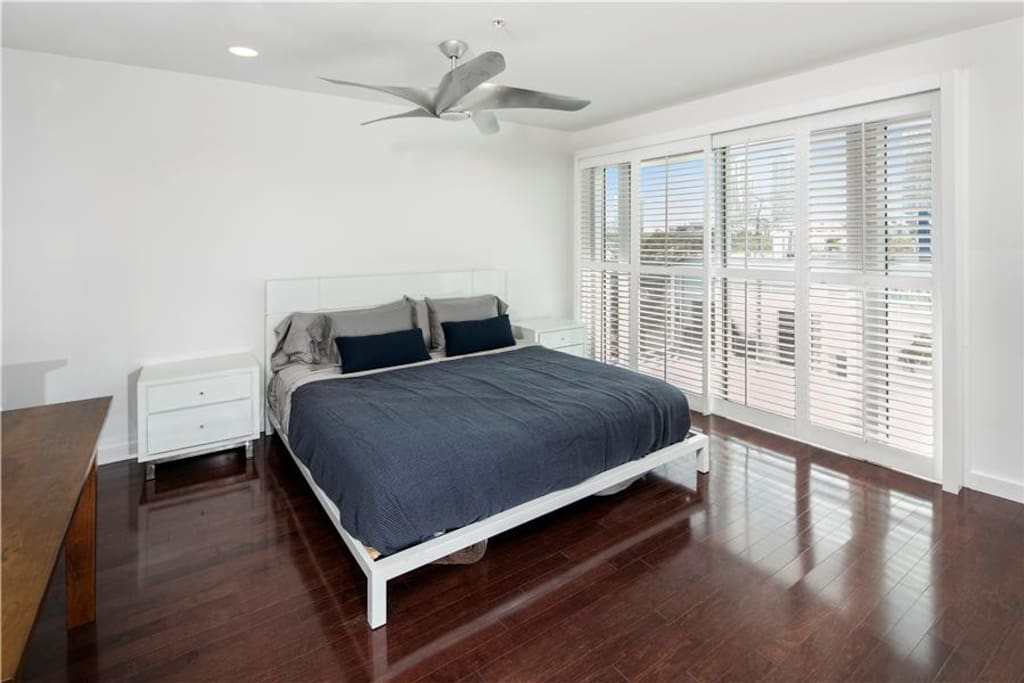 Master Bedroom - King Size Bed & Private Balcony