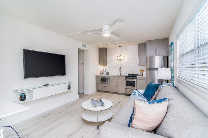 New! Boutique, Modern Apt by the beach! Unit G