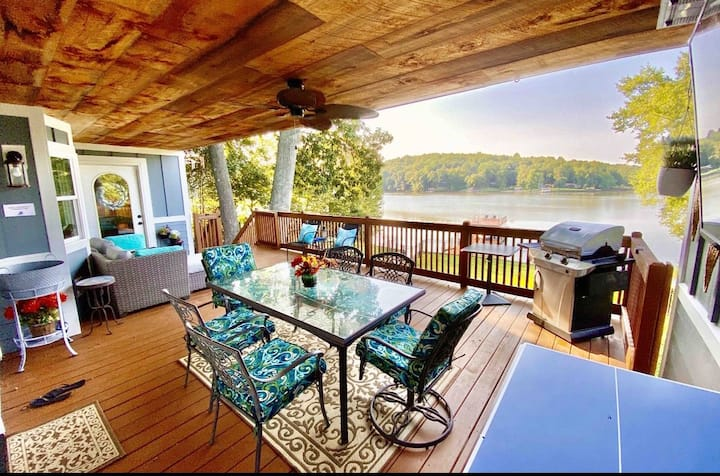 Chateau Merlot Lakefront Retreat-Min to WWC, CLT