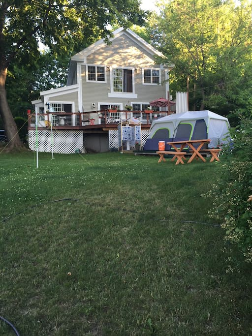 Home from water/tent avail for extra overflow. Queen Bed, Outdoor shower, Porta potty...