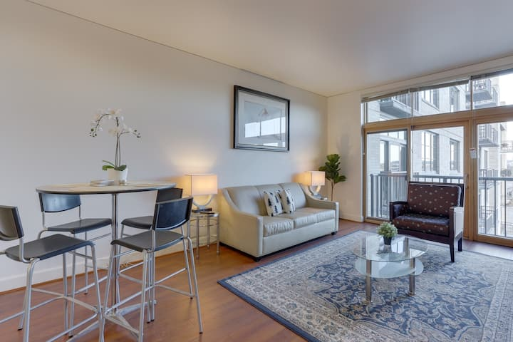 Bright Recently Upgraded Apt – Downtown Location