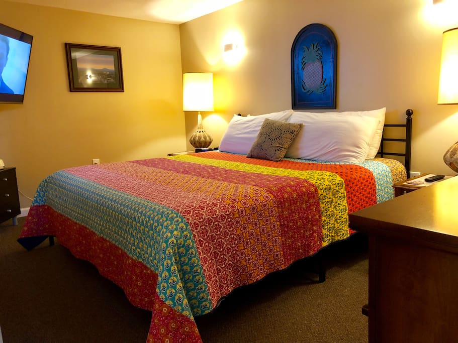 King bed that guests find very comfy with an HD tv, usb plugs for phones, and multiple lighting options.
