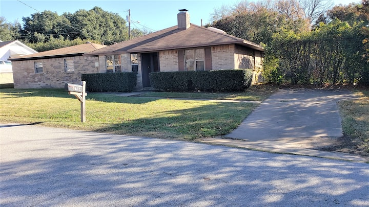 Cozy 2 Bedroom Home Near Lake Grapevine