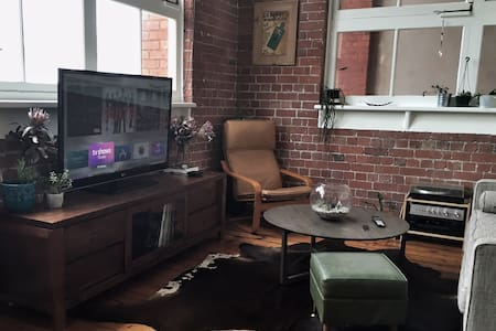 Cozy room with private bathroom in hip Collingwood - Collingwood - Apartment