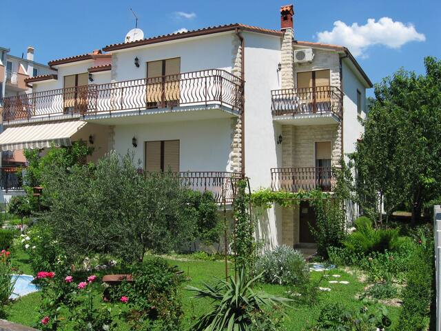 Apartment Božana A1 Kastel Luksic, Riviera Split - Kastel Luksic - Wohnung