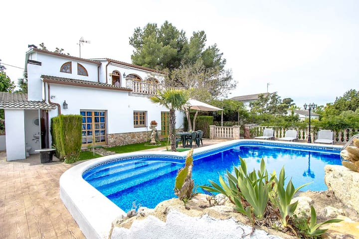 Catalunya Casas: Lovely villa in Castellet for 9, only 10 minutes to Costa Dorada beaches!