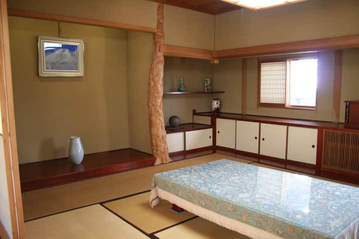 屋島の山に抱かれた一軒家 <座敷> YADO TYCOON YASHIMA 駐車場無料