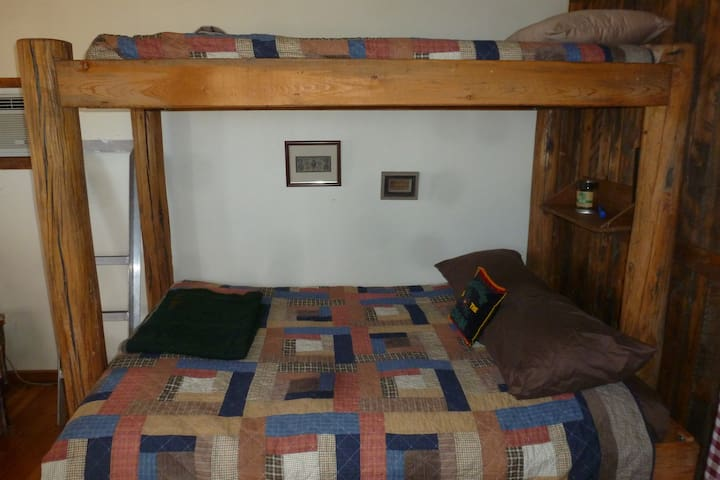 Rustic bed, double bottom; twin top
