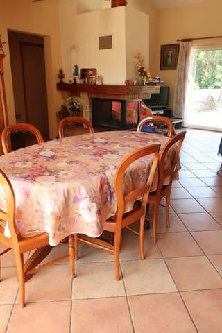 Pièce commune salle à manger et salon