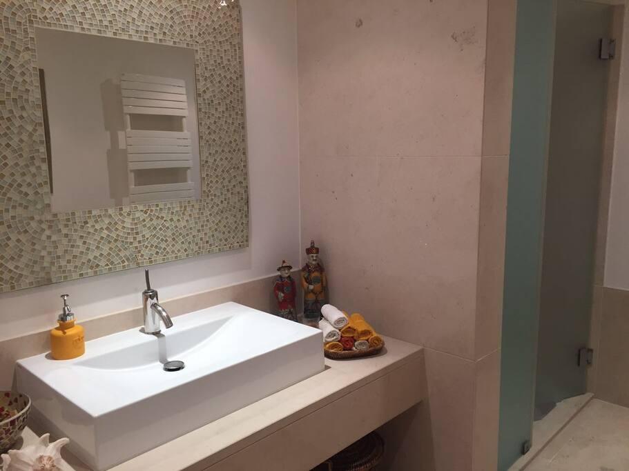 Guests' Bathroom