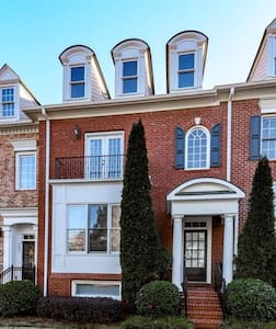 Private level Alpharetta / Avalon gated townhome - 阿宾顿(Alpharetta) - 独立屋